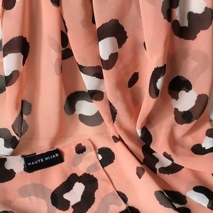 🧕🏻Haute Hijab💕 square animal print scarf